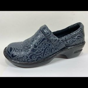 Boc Born Peggy Tooled Leather Clogs Women's 9.5M